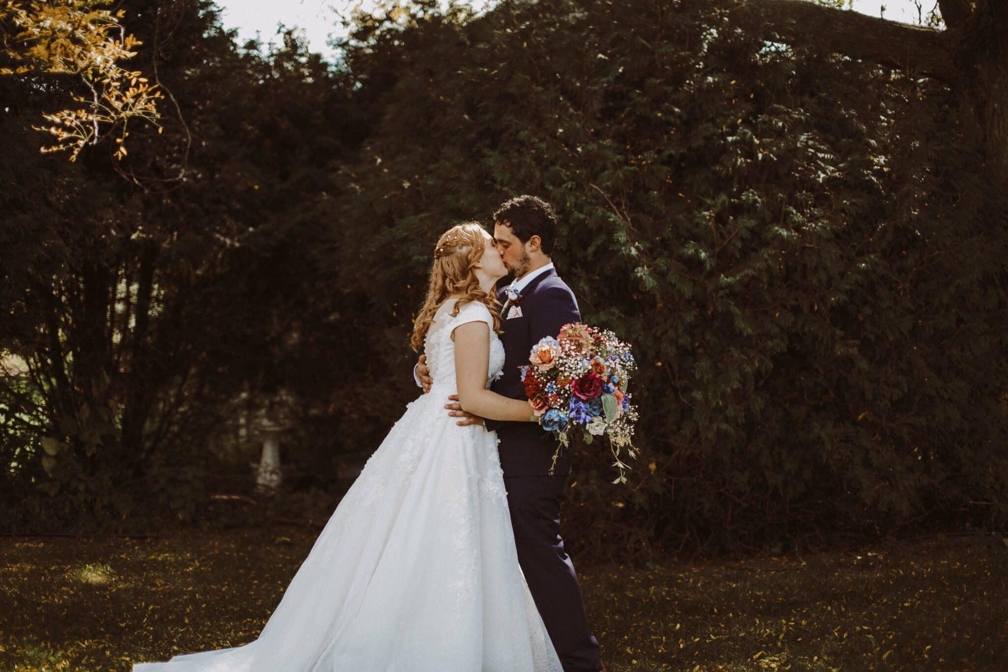 bride groom frist look
