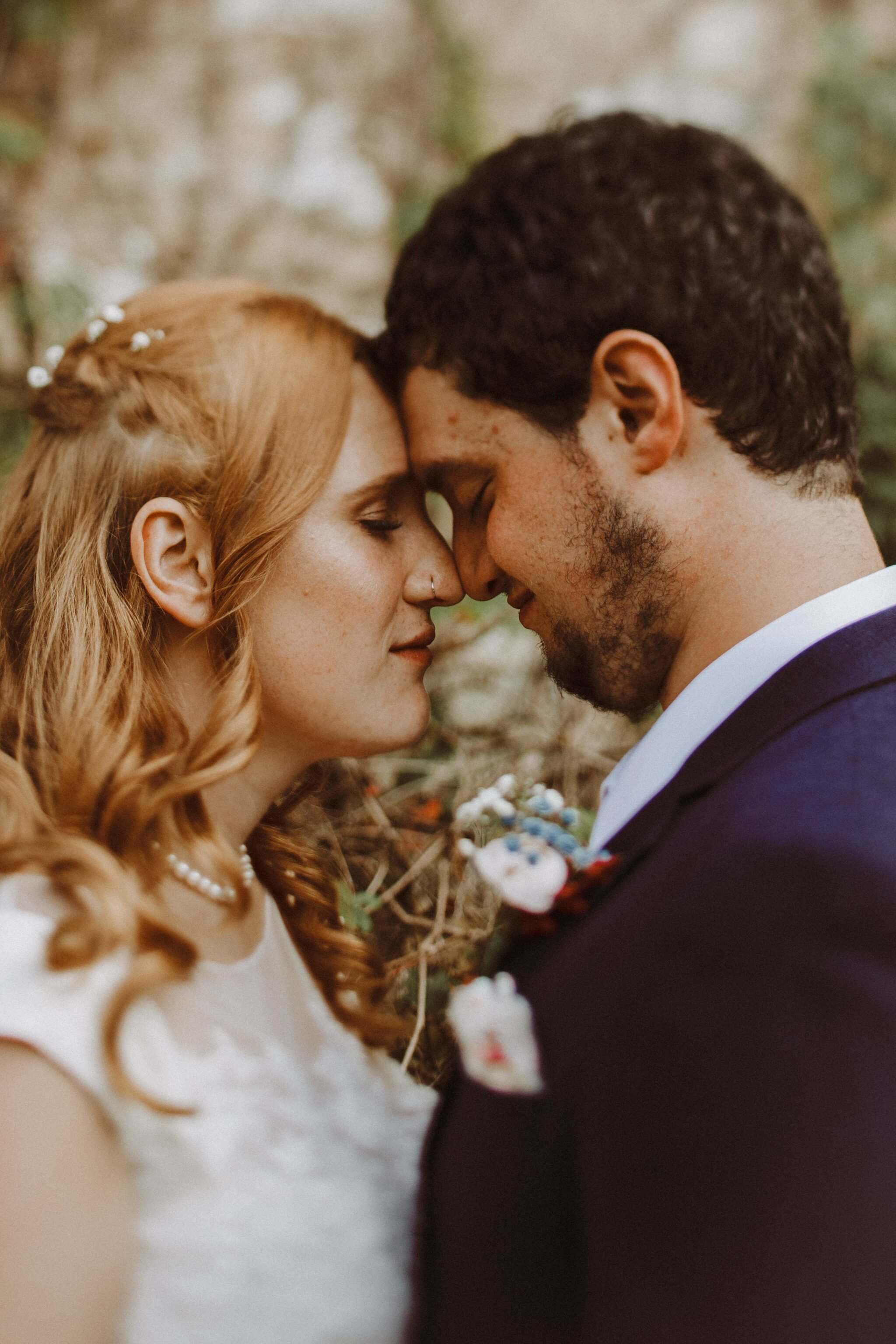 bride groom kissing boho
