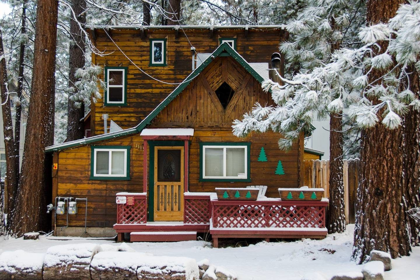 9 Cozy South Lake Tahoe Cabins To Rent For Your Ski Trip!